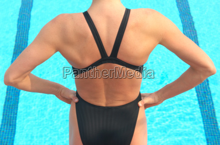frau, steht, vor, schwimmbad - 18291298