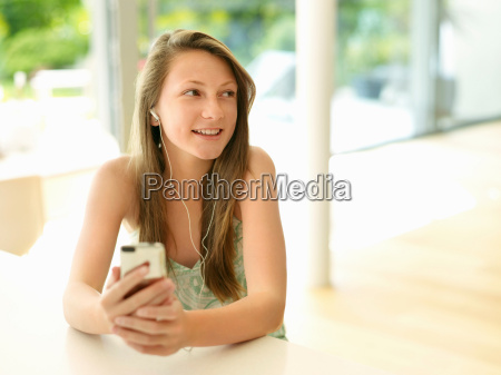 smiling girl listens to mp3 player