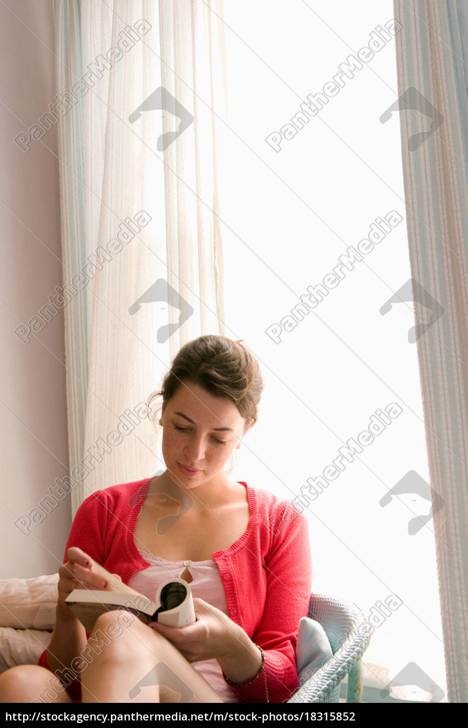 young, women, reads, book - 18315852