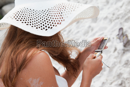 woman, on, beach, using, cell, phone - 18317822