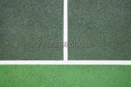 weisse linien auf dem tennisplatz