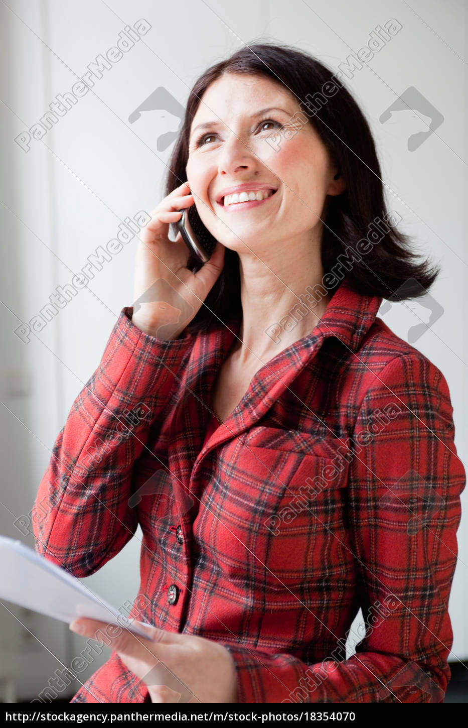 smiling, woman, using, cell, phone - 18354070