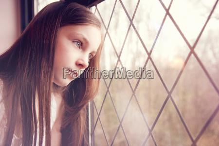 weiblich fenster luke glasfenster fensterscheibe tags