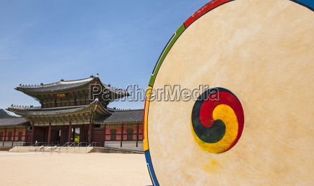 korean drum at the entrance of