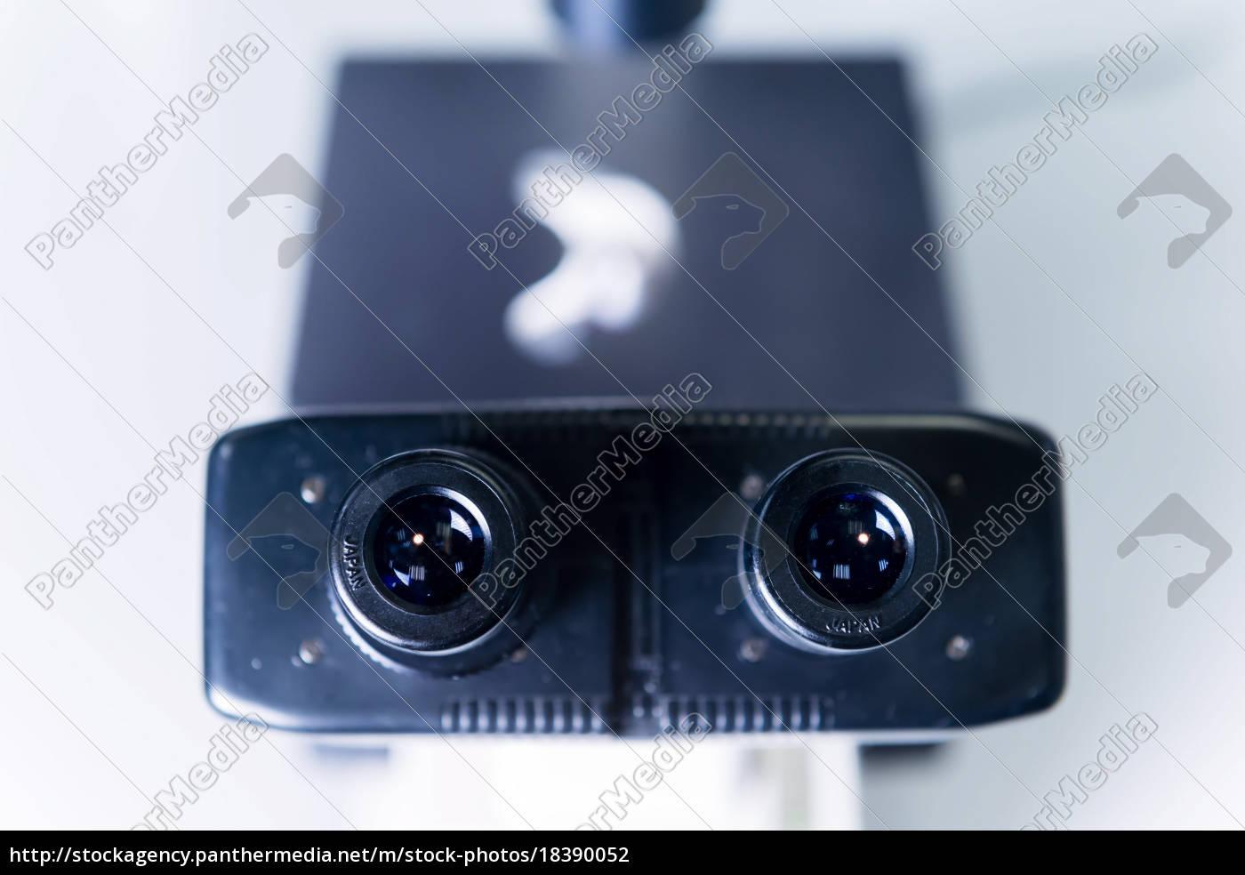 krebsforschungslabor, mikroskop - 18390052