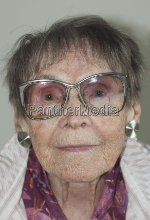 frau weiblich portrait portraet potrait brille