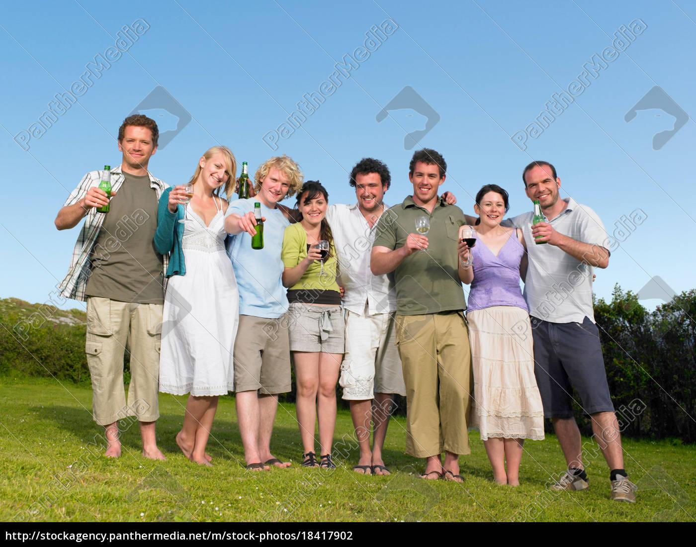glückliche, gruppe, junger, menschen - 18417902