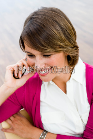 woman with cell phone smiling