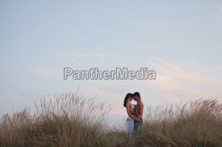 couple kissing in the reed at