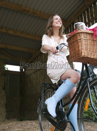 woman in on bike with picnic