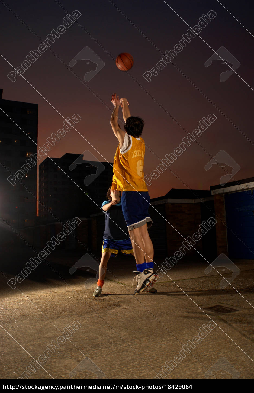 basketballspieler, springen, und, schießen - 18429064