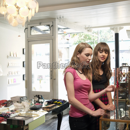 2 young women looking at jewelry