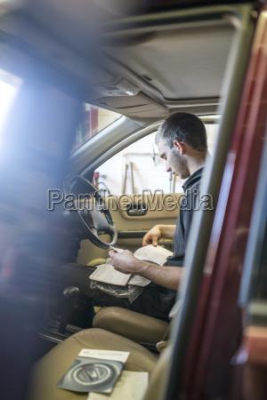 arbeitsstaette maennlich mannhaft maskulin viril auto