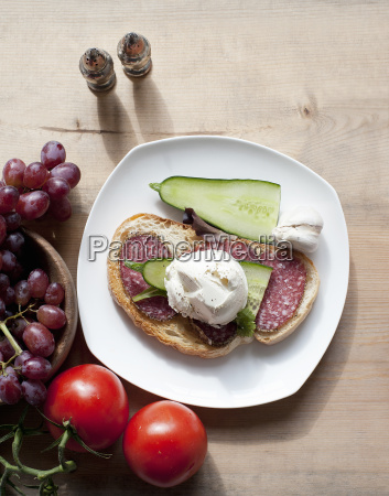 salami sandwich with grapes and tomatoes