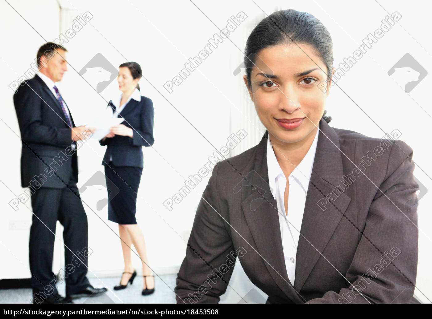 business, women, with, colleagues, in, office - 18453508
