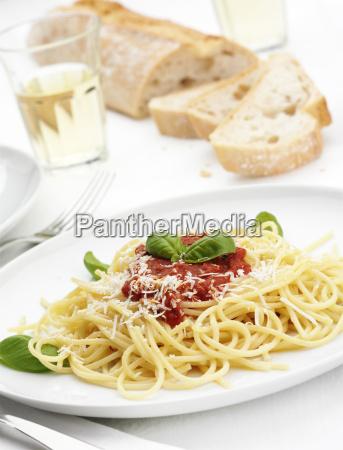 teller spaghetti al sugo di pomodoro
