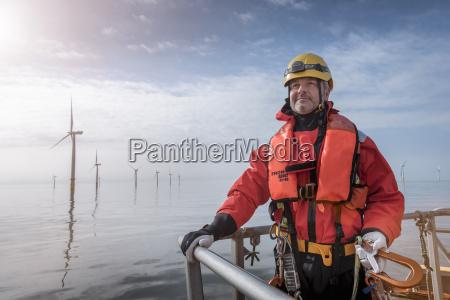 portraet des ingenieurs auf dem boot