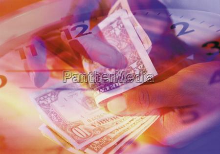 zaehlen von dollars