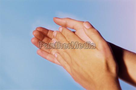 hand klatschend wuerdigung hilfe beistand unterstuetzung
