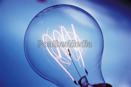 stilleben erleuchtung energie strom elektrizitaet angestrahlt