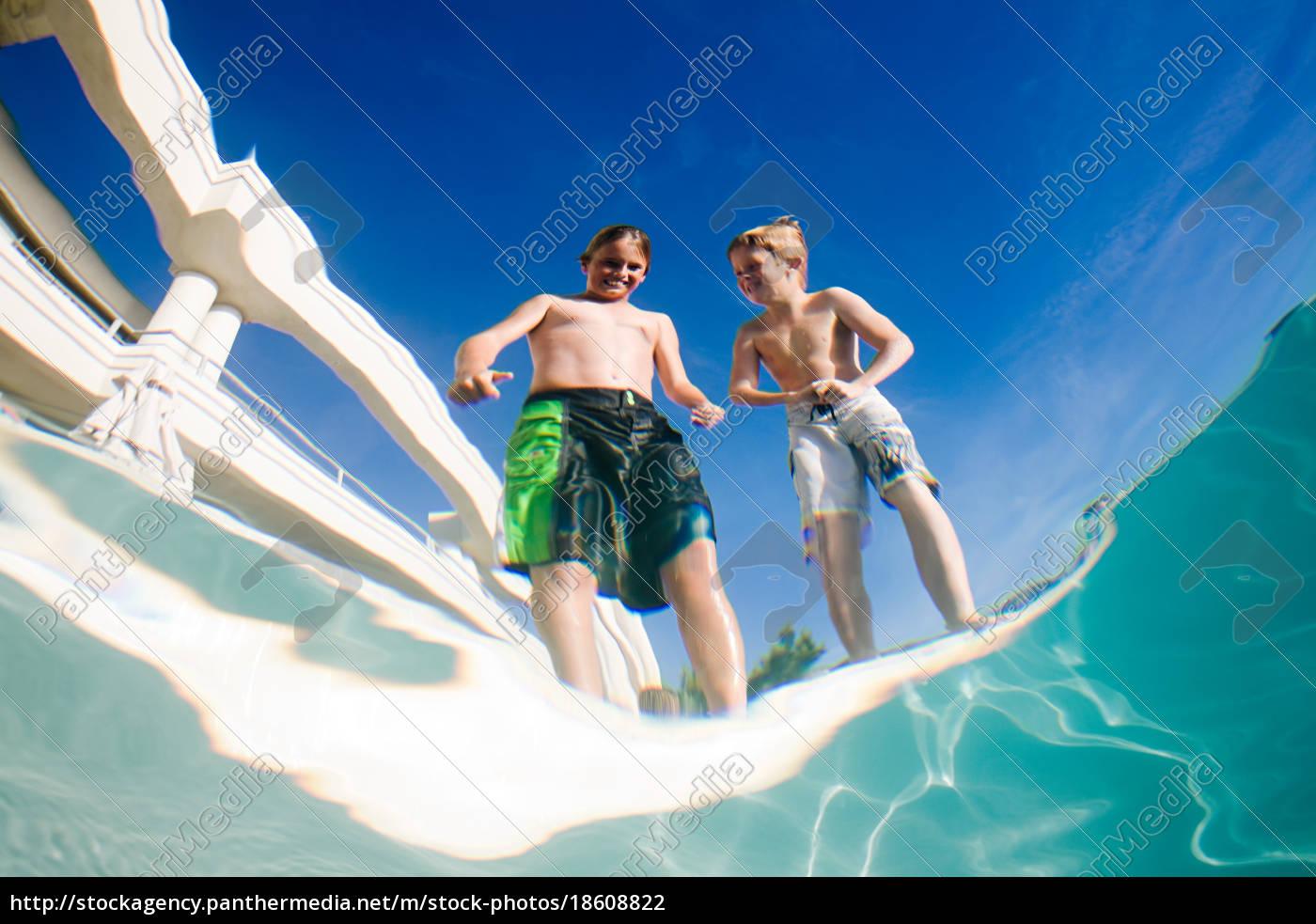 jungen, nach, schwimmbad - 18608822
