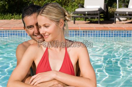 ein, paar, in, einem, schwimmbad - 18615302