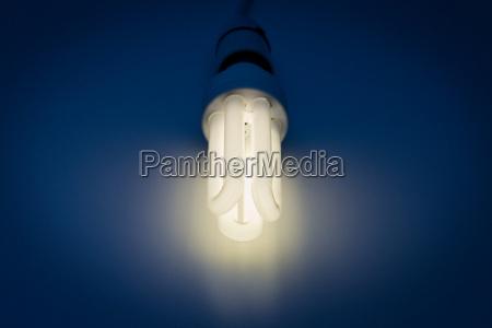 stilleben dunkelheit energie strom elektrizitaet angestrahlt