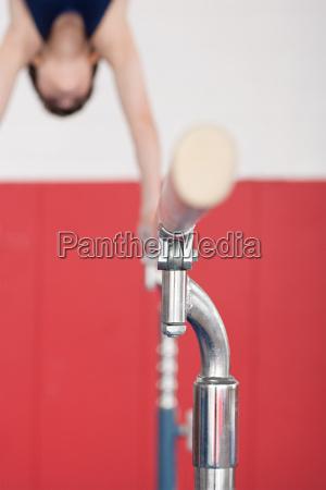 maennlich mannhaft maskulin viril sport gymnastik