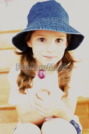 girl wearing a summer hat
