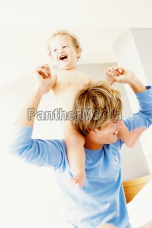bewegung regung positionsaenderung translokation verschiebung lachen