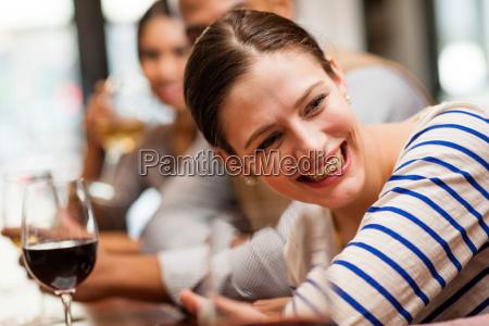 frau restaurant bar kneipe pub schaenke