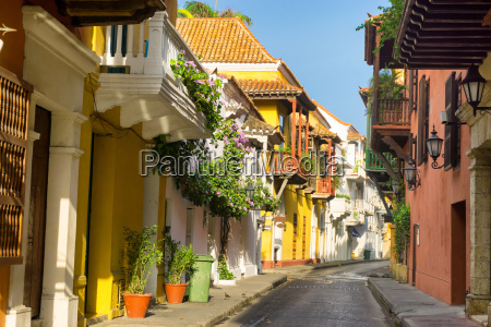 colonial architecture street view