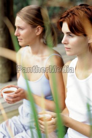 frau freundschaft tee wohlbefinden wohlergehen entspannung