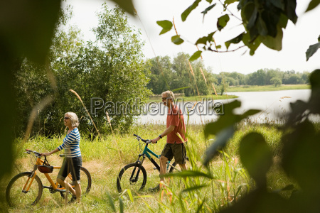 cyclist couple