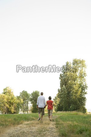 couple, walking, in, field - 18710924