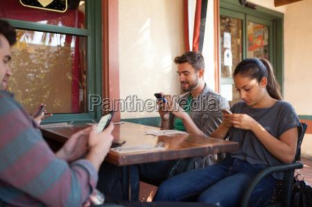 frau restaurant freundschaft freizeit lebensstil wohlbefinden