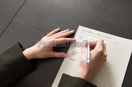 frau hand tod weiblich zukunft gesetz