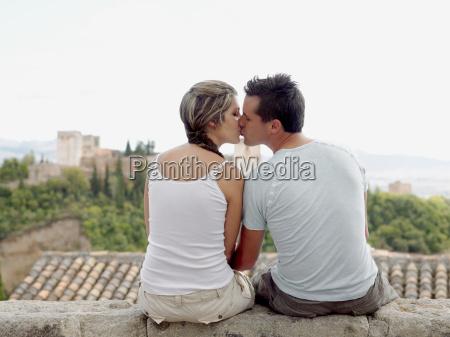 couple kissing near alhambra