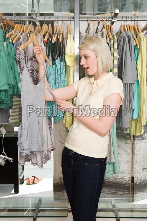 frau freizeit weiblich einkaufen shoppen shopping