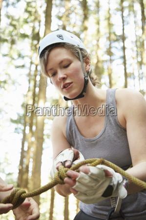 frau weiblich baum sonnenlicht leistung handschuh