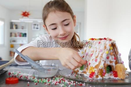 daheim zuhause weiblich kochen kocht kochend