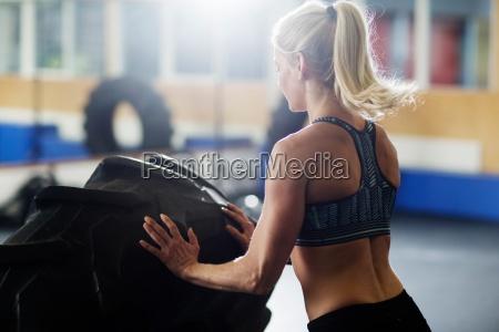 frau sport wohlbefinden wohlergehen weiblich konzentration