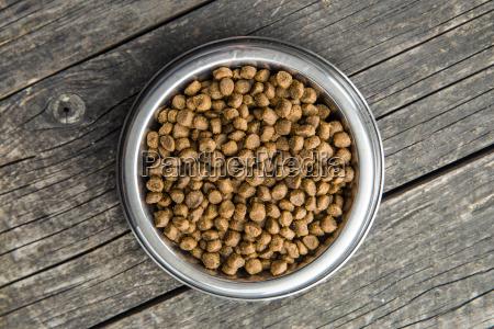 getrocknete nahrung fuer hunde oder katzen