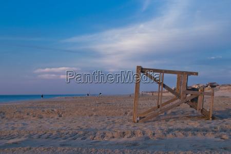 strand daemmern morgendaemmerung rettungsschwimmer fruehe tagen