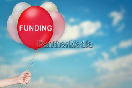hand holding finanzierung ballon