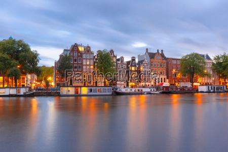 nachtansicht der stadt von amsterdam kanal