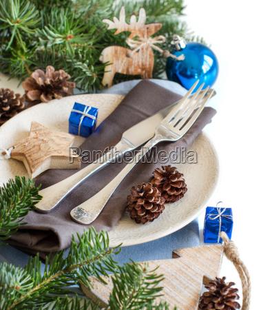 blaue und braune weihnachtstisch einstellung mit