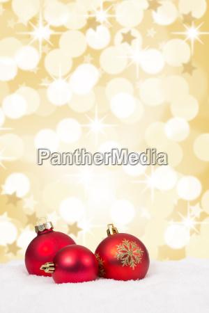 rote weihnachtskugeln weihnachten gold golden hintergrund