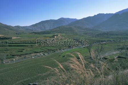landwirtschaftliche landschaft in der naehe von