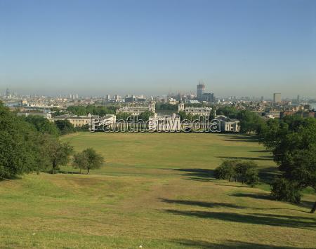 city skyline from greenwich park london